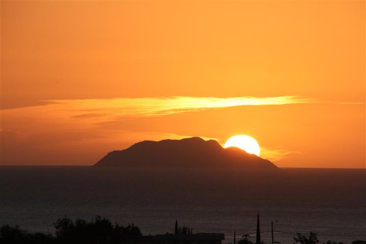 Rincón, el peublo de los bellos atardeceres. Thursday night sunset.